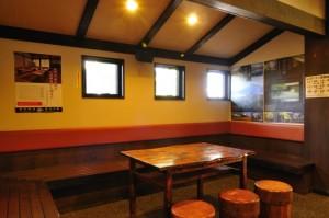 網焼きレストラン待合室