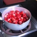 ヘタを取ったイチゴ